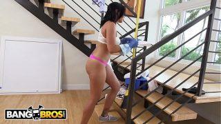 BANGBROS – Hot Latina Maid Selena Santana Polishes Knobs